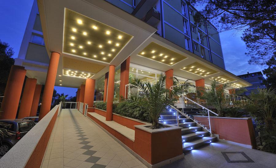 Bekanntschaft ins hotel mitnehmen