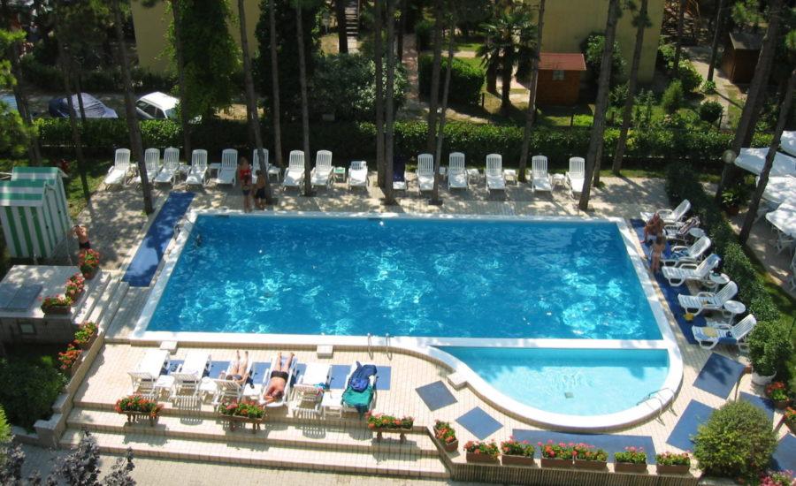 hotel-franz-bibione-piscina