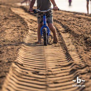 Lo sapevi che la sabbia di Bibione nasce sulle Dolomiti Friulane e viene trasportata a valle dal corso del Fiume Tagliamento? È proprio questo il motivo per cui possiamo definirla al 100% locale. #bibione #visitbibione #2018 #waitingforsummer #summer2018 #estate #estate2018 #summertime #bibione2018  Wussten Sie, dass der Sand von Bibione in den Friaul-Dolomiten geboren wird und nach flussabwärts vom Tagliamento transportiert wird? Es ist der Grund, warum wir es auf 100% lokal definieren können. Did you know that the sand of Bibione is born in the Friuli Dolomites and is transported downstream from the river Tagliamento? It is the reason why we can define it at 100% local.