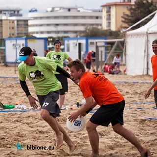 500 atleti partecipanti, 4 giorni di acrobazie con il frisbee sulla spiaggia, la serata Psychedelic Party: è Bibione Ultimate Frisbee Beach Challenge, il torneo internazionale di Beach frisbee che raccoglie appassionati da tutto il mondo. Bibione è sempre più attività, sempre più sport, sempre più vita: non mancare! #bibione #visitbibione #2018 #waitingforsummer #summer2018 #estate #estate2018 #summertime #bibione2018 #beachultimate #beachultimatefrisbee 500 teilnehmende Sportler, 4 Tage Akrobatik mit dem Frisbee am Strand, der Psychedelic-Party-Abend: Bibione Ultimate Frisbee Beach Challenge, das internationale Beach-Frisbee-Turnier, das Enthusiasten aus aller Welt zusammenbringt. Bibione ist mehr und mehr Aktivitäten, mehr und mehr Sport, mehr und mehr Leben: Verpassen Sie es nicht! 500 athletes participating, 4 days of acrobatics with the frisbee on the beach, the Psychedelic-Party-evening: Bibione Ultimate Frisbee Beach Challenge, the international beach frisbee tournament that gat
