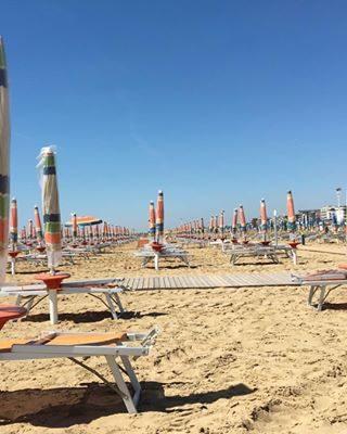 Pronti per godervi un week end di sole e caldo?? Il costume l'avete preso?? #visitbibione #bibione #bibione2018 #estate2018 #aspettandolestate #waitingforsummer #Sommer2018 #visitveneto #sole #mare #caldo #sea #See #sonne #sun Ready to enjoy a weekend of sun and heat?? Have you taken the swimsuit?? Bereit für ein Wochenende voller Sonne und Wärme zu genießen? Der Badeanzug hast du bekommen?