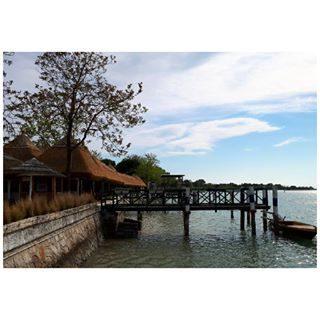 #visitbibione #igersbibione #lovebibione #igersveneto #ilmioveneto #gentedimare #portobaseleghe #cieloblu #nuvolebianche #lagunadibibione #laguna #casoni #barcheormeggiate
