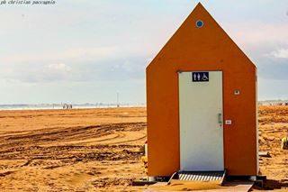 buona domenica dalla spiaggia di Bibione.📷 . . . #veneto #bibione #bibionecom #bibionebeach #naturephotography #photography #ig_veneto #new_photoveneto #capture #volgoveneto #canon200d #colors #landscape #natgeo #visitbibione