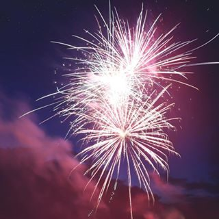 Domenica sera Bibione festeggia l'inizio ufficiale dell'estate con i fuochi d'artificio! Dalle ore 22.30 il cielo attorno a Piazzale Zenith si illuminerà con mille luci e colori, vi aspettiamo!  #bibione #visitbibione #2018 #waitingforsummer #summer2018 #estate #estate2018 #summertime #bibione2018 #fireworks #fuochiartificiali #nightlife  Am Sonntagnacht feiert Bibione den offiziellen Beginn des Sommers mit Feuerwerk! Ab 22.30 Uhr wird der Himmel um Zenithplatz mit tausend Lichtern und Farben bereichert, wir warten auf euch!  Sunday night Bibione celebrates the official start of the summer with fireworks! From 10.30 p.m. the sky around Piazzale Zenith will be enlighten by a thousand lights and colors, we wait for you!