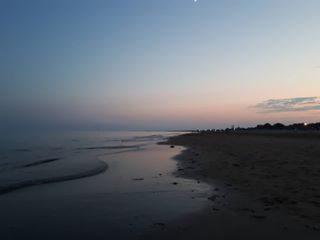 Bibione. Ferie. Tramonto sul mare.  #nientedipiu #bibione #boscocanoro #ferie #sunsetlovers #sunset #sea #sealovers #love #igersveneto #veneto #sharethelove #discoverbibione #visitbibione