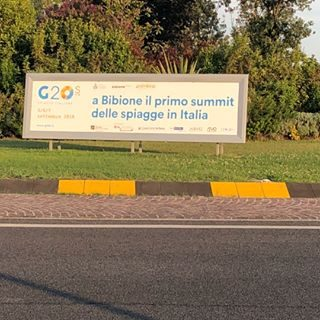 Bibione, è un esempio valido di come il nostro paese funziona! Anche se c'è davvero troppo da sistemare e troppi pochi soldi per la nostra economia, IO, la mia generazione, giovani e vecchi, con culture ed etnie diverse,possiamo dare una scossa alla società! Nonostante non si ottengano subito risultati,costruiamo un mattone e da lì una casa, il nostro paese! È come nel campo sportivo o nelle competizioni agonistiche, bisogna sudare e lottare fino all'ultimo secondo ! Bibione, is a good example of how our country works! Even if there is too much to settle and too little money for our economy, I, my generation, young and old, with different cultures and ethnic groups, can shake society! Even if we do not get results immediately, we build a brick and from there a house, our country! It's like in the sports field or in competitions, you have to sweat and fight until the last second! #discoverbibione #discoverveneto #visitveneto #visitbibione @bibioneeu @bibionecom @bibione_pineda @bibione_