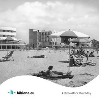 La stagione più bella dell'anno, vissuta nella spiaggia calda di Bibione, rimane indelebile nel tempo e nei cuori delle persone. Grazie a @fabioceppi per questa bellissima foto! #bibione #visitbibione #2018 #waitingforsummer #summer2018 #estate #estate2018 #summertime #bibione2018 #tbt #ThrowBackThursday  Die schönste Zeit des Jahres, auf dem heißen Strand von Bibione gelebt, bleibt unauslöschlich in der Zeit und Herzen der Menschen. Dank @Fabio Ceppi für dieses wunderschönes Foto! The most beautiful season of the year, lived on the hot beach of Bibione, remains indelible in the time and hearts of people. Thanks to @Fabio Ceppi for this very beautiful foto!