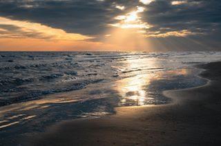 Rays of light . #bibione #beach , #italy . . . . . . #landscape #landscapephotography #landscape_captures #landscape_lovers #visitbibione #visitveneto #beautifuldestinations #wanderlust #sunset #browsingitaly #travel #travelgram #instago #instago #igersitalia #igers #igworldclub #ig_bliss #photooftheday #photography