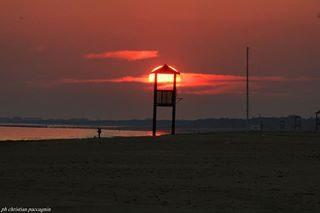 Il tramonto intrappolato nella torretta.📷 . . . #sunset_love #sunsethub #sunset_pics #sunset #sun #red #naturephotography #natgeo #nature #natgeowild #beach #landscape #igers  #visitbibione #thehub_italia #Italia #color #bibionecom  #awesome_earth #veneto_cartoline_ #veneto #visitveneto #thehub_veneto #yallersveneto