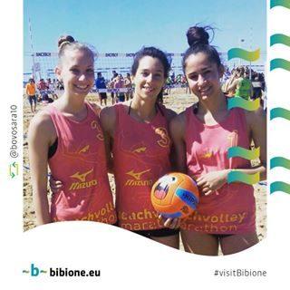 Sara e le sue compagne sono già pronte per la Mizuno Beach Volley Marathon, e tu? :-) Scopri come partecipare nel nostro sito >> http://bit.ly/BeachVolleyMarathon #bibione #visitbibione #bibione2016 #holiday #bibione2017 #summer #repost #beachvolley #bvm17 #bvm #mizunobeachvolleymarathon Sara und ihre Begleiter sind schon bereit für Mizuno Beach Volley Marathon, und Sie? 🙂 Erfahren Sie auf unserer Webseite, wie teilzunehmen Sara and her companions are ready for Mizuno Beach Volley Marathon, and you? 🙂 Find out how to participate on our website