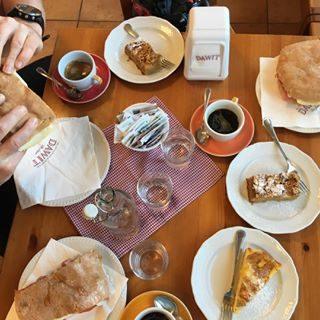 VIENNA-BIBIONE! 🇦🇹🚲🇮🇹 Giorno 4 - l'ultimo sforzo! 🚲💨😊 Tag 4 - die letzten Anstrengungen! 🚲💨😊 Day 4 - the last effort! 🚲💨😊 @igersvienna @bibionecom @bibioneeu @omar_zanini @viaggioapiediliberi  #bicicletta #avventura #amici #libertà #divertimento #Vienna #Bibione #bibionecom #discoverbibione #visitbibione #fahrrad #abenteuer #freunde #freiheit #spaß #Wien  #cycling #adventure #friends #freedom #fun