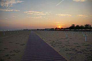 #instagram #instanday #bestday #sempreingiro #tramonti #tramonti_italiani #tramonto #tramontiitaliani #sunrise_sunsets_aroundworld #scattirubati #scatti_italiani #sky #sunset #sun #bibioneeu #visitbibione #skyporn #bestsunset #sunrise #amoilmare #bibione2017 #bibione_info