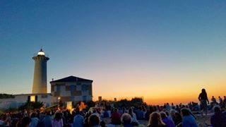 Concerto all'alba . . . . . #farobibione #bibione #bibionebeach #beach #sea #faro #bibione2018 #farodibibione #visitbibione #igersveneto #spiaggia #summer2018 #volgoveneto #skyporn