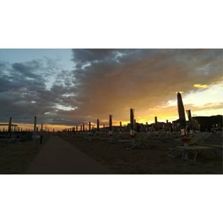 Bibione. 🌅❤ | #lastweek #nofilter #tramonto #sunset #bestsunset #italiansunset #tramontoitaliano #sunsetcapture #sunsetpic #sunsetshot #sunsetlovers  #bibione #igersbibione #visitbibione #veneto #igersveneto #visitveneto #bibionesunset #venetosunset #italiasunset #visititalia #instamoment #picoftheday #tantitag |