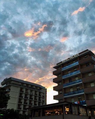 Hotel Paradiso.