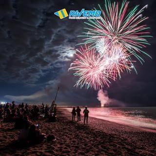 Stasera a Bibione alle 22.30 in spiaggia non perdere uno spettacolo pirotecnico musicale con i fuochi d'artificio accessi a ritmo di musica. Un tripudio di colori e suoni che sarà anche il modo migliore per salutare l'estate che finisce. 🎇 🎆  Seguici su Facebook: rivemoapp ° Tonight at 22.30  don't miss a great fireworks show. A lot of colors and sounds that will be the best way to greet the summer that ends. 🎇 🎆 Follow us on Facebook: rivemoapp ° ° #rivemoapp  #BibioneBeach #BibioneLido# #youorderwedeliver #fooddelivery #bibione #deliveryservice #beachmood #bibionebeach #bibione_info #bibionespiaggia #bibione2018 #startuplife #pizza #hamburger #summertimeshine #appetizer #grill #appstore #googleplay #visitbibione #discoverbibione #bibionecom #discoverbibione @bibionecom @bibioneeu @bibione_info