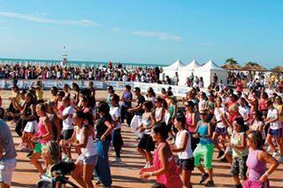 Sei pronto per il gran giorno? Domani dalle 15.30 si aprono le danze sugli oltre 10.000 metri quadri di pedane allestiti a pochi metri dal mare, e sarà BIBIONE BEACH FITNESS! #bibione #visitbibione #holiday #bibione2017 #summer #summer2017 #BBF #BBF17 #BibioneBeachFitness #Sport #Sommer  Sind Sie bereit für den großen Tag? Morgen von 15.30 Uhr öffnen die Tänze auf über 10.000 Quadratmeter Plattformen, die ein paar Meter vom Meer eingerichtet sind, und es wird BIBIONE BEACH FITNESS sein!  Are you ready for the great day? Tomorrow from 3.30 pm the dances open on over 10,000 square meters of platforms set up a few meters from the sea, and it will be BIBIONE BEACH FITNESS!