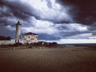 • • • • • #bibione #visitveneto #veneto #beach #summer #estate #thunderstorm #thunder #fulmini #weather #visitfvg #friuli #tagliamento #visitbibione #picoftheday #photography #photographer #photooftheday #italiainunoscatto #effeamato #tuesday #motivation #bike #bikeday #today #biketrip #ciclabile #iphoneonly #faro #lighthouse