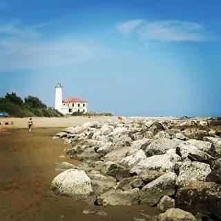 Passeggiata al faro di Bibione?? Lighthouse  Leuchtturm  #bibione #hotelgolfbibione #spiaggia #beach #visitbibione #venetoorientale #venetissimo #venice #venezia #italy #vacanze #Mare #estate #sea #farodibibione #venetogram  #vacanzealmare #strand #bibionespiaggia #sun #farodibibione #bibionebeach #bb1#IG_VENETO #italytravel #lighthouse