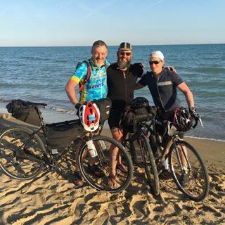VIENNA-BIBIONE! 🇦🇹🚲🇮🇹 Arrivati!!! 🚲💨😊 Wir sind angekommen!!! 🚲💨😊 We did it!!! 🚲💨😊 @igersvienna @bibionecom @bibioneeu @omar_zanini @viaggioapiediliberi  #bicicletta #avventura #amici #libertà #divertimento #Vienna #Bibione #bibionecom #discoverbibione #visitbibione #fahrrad #abenteuer #freunde #freiheit #spaß #Wien  #cycling #adventure #friends #freedom #fun