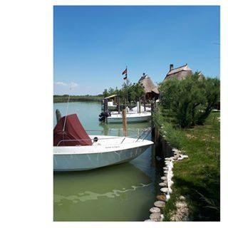 CASONI  #casoni #laguna #lagunadibibione #igersbibione #lovebibione #bibione #elenaingiro #barcheormeggiate #coloridellanatura #mybibione #turismolento #visitbibione
