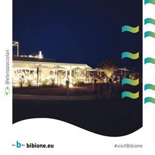 """Assieme ad @elenazoccolan ci chiediamo """"Miami? Bibione!!!"""" 😀 😀 😀 Vieni a passare le sere d'estate nella nostra Bibione: c'è divertimento per tutti i gusti 😉 #bibione #visitbibione #holiday #bibione2017 #summer #summer2017 #Sommer #Urlaub #seredestate Zusammen mit @elenazoccolan fragen wir uns"""
